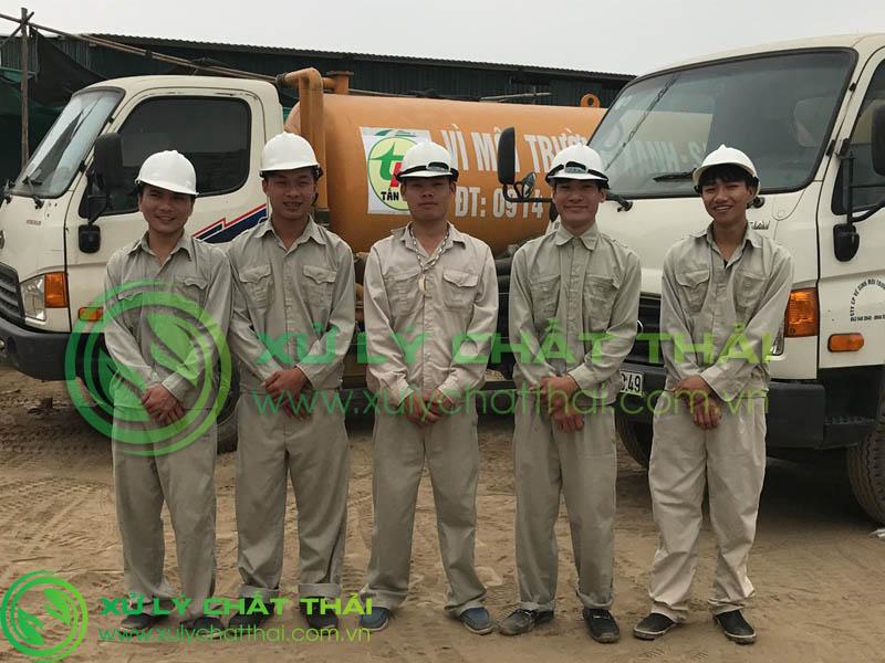 Đội ngũ nhân viên hút hầm cầu Sơn Trà