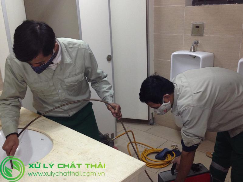 Thi công thông cống nghẹt Đà Nẵng bằng máy lò xo chuyên dùng