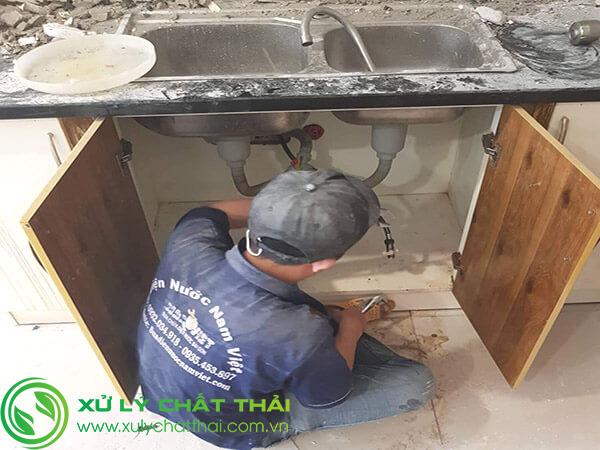 Thông tắc bồn rửa chén bằng máy chuyên nghiệp